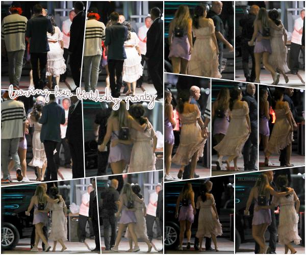 22/07/18 : Selena a été vue quittant sa fête d'anniversaire qui se déroulait à Newport Beach, CA. En effet, Miss Gomez a été vue quittant le yacht où elle a fêté son anniversaire en compagnie de son amie Theresa Mingus!