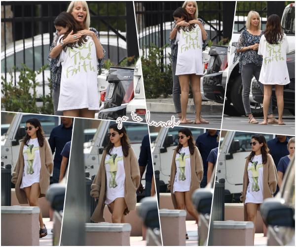 24/07/18 : Selena G. a été photographiée allant déjeuner avec des amis dans Studio City, en CA. Miss Gomez semblait un peu bouleversée par l'hospitalisation de son amie de longue date Demi Lovato ce 24 juillet 2018.