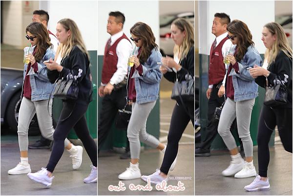 16/02/18 : Selena Gomez à été photographiée dans Los Angeles, en Californie. Elle était en compagnie de son amie Theresa Mingus. Côté tenue, j'aime beaucoup. Je lui accorde un top! Ton avis?