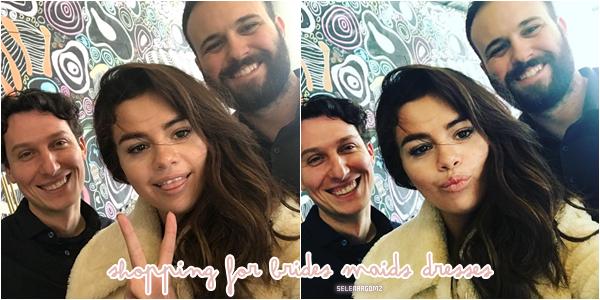 17/02/18 : Selena à été vue faisant du shopping pour les robes de demoiselle d'honneur au Texas. En effet sa cousine Priscilla DeLeon va se marié et elles ont été choisir les robes pour le mariage. Hâte de voir sa robe!