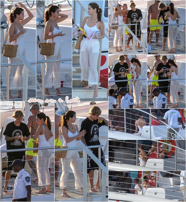 20/02/18 : Selena à été vue sur un bateau avec son boyfriend Justin Bieber dans Montego Bay. De nouveau, les photos ne sont pas de très bonne qualité. J'accorde tout de même un top à Selena! Ton avis?