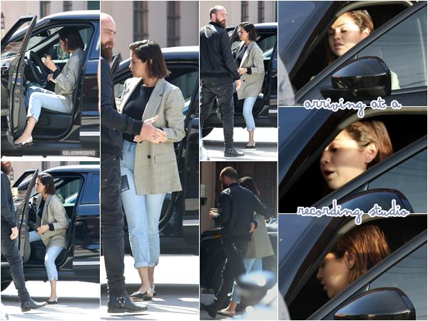 10/04/18 : Selena G. a été vue arrivant à un studio d'enregistrement situé à Hollywood, en CA. La star était accompagnée de son producteur. Nouvel album en cours? Côté tenue, j'adore. Je lui accorde un top! Ton avis?