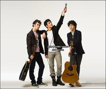 12/12/2006 Je vous présente des photos des Jonas Brothers, photographiée par « Johnny Buzzerio for Hollywood Records »