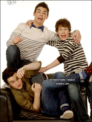 Photos 2006 Je vous présente des photos des Jonas Brothers, photographiée par « Unknown for Popstar Magazine »