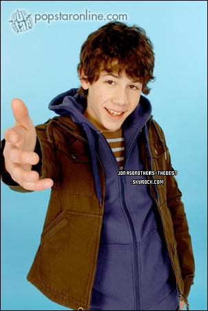 Photos 2006 Je vous présente deux photos de Joe et Nick Jonas, photographiée par « Unknown for Popstar Magazine »