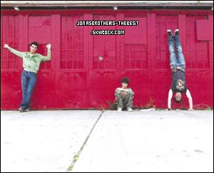 Photos 2005 Je vous présente des photos de l'album « It's About Time », photographiée par  « Jake Chessum for Columbia Record »
