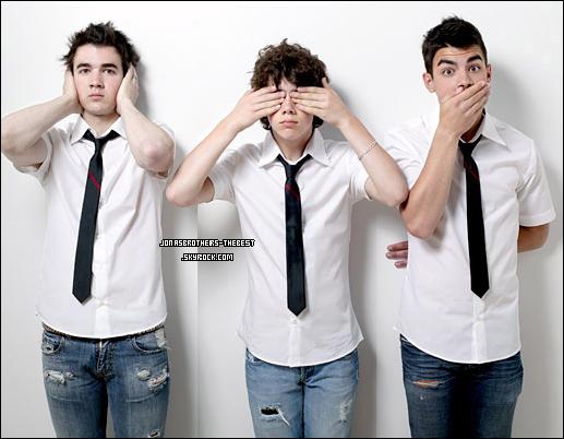 01/11/06 Je vous présente des photos des trois frères Jonas, photographiée par  « Riker Brothers for PR Purposes »