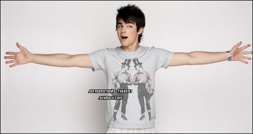 Photos 2006 Je vous présente des photos de Joe Jonas, photographiée par  « Mangini »