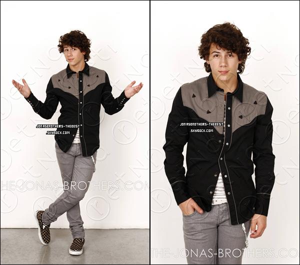Photos 2007 Je vous présente des photos de Nick Jonas, photographiée par « John Ricard for PR »