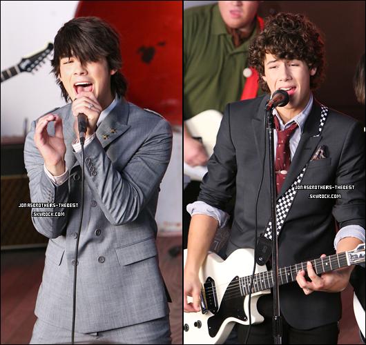 18/06/2007 Je vous présente des photos des Jonas Brothers, du clip « SOS » photographiée  par « Clark Samuels »