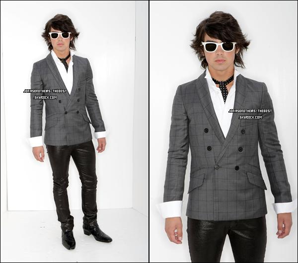 27/08/2007 Je vous présente deux photos de Joe Jonas, photographiée par « Frank Micelotta for FOX »