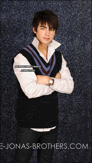 Photos 2007 Je vous présente trois photos de Joe Jonas, photographiée par « John Ricard »