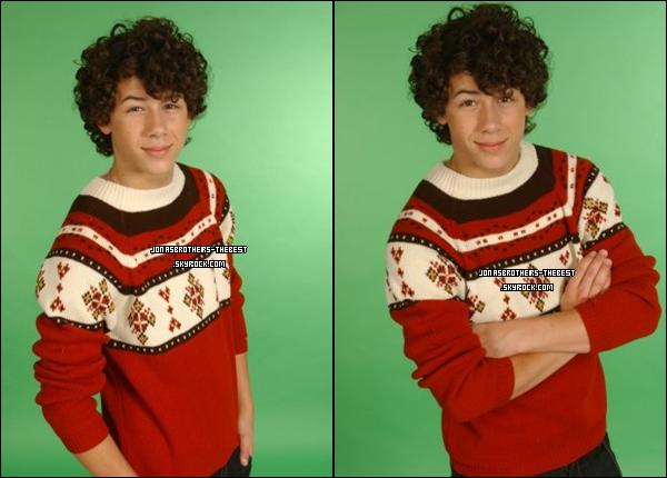 Photos 2007 Je vous présente des photos de Nick Jonas, photographiée par « un photographe professionelle » dont je n'ai pas réussis à trouver le nom et le prénom :/