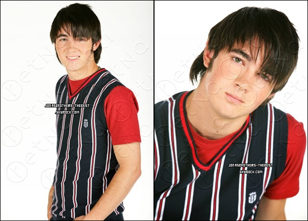 Photos 2007 Je vous présente des photos de Kevin Jonas, photographiée par  « Rena Durham for Tiger Beat »