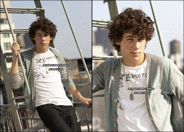 Photos 2007 Je vous présente des photos de Nick Jonas, photographiée par « John Mckee for PR Purposes »