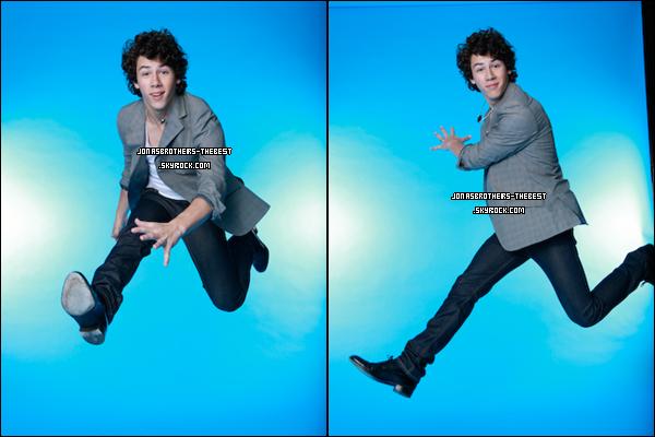 09/04/2008 Je vous présente des photoshoots de Nick Jonas, photographiée  par « Michael Wilfing for Bravo »
