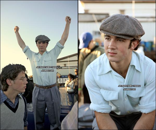 Photos 2008 Je vous présente des photoshoots de Kevin Jonas, du clip « LoveBug »  photographiée par « Hollywood Records »