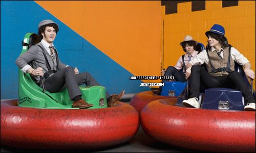 20/03/2008 Je vous présente des photoshoots des Jonas Brothers, photographiée  par « Peter Yang for People »