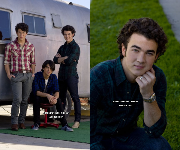 Photos 2008 Je vous présente des photoshoots des Jonas Brothers, photographiée  par « Unknown for TigerBeat/Bop »