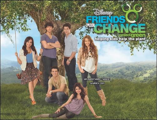 Photos 2009 Je vous présente des photoshoots des Jonas Brothers, pour le clip de « Send In On »  et  « Disney Friends For Change » en compagnie de Miley Cyrus, Selena Gomez et Demi Lovato, photographiée  par « James Trueblood for Disnney Channel »