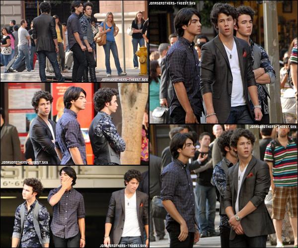 21/09/2009 Je vous présente des photoshoots des Jonas Brothers, photographiée  par «  On Set of the 3D Concert Movie  »
