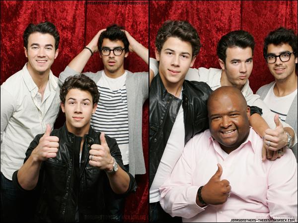 Photos 2010 Je vous présente deux photos des Jonas Brothers, accompagnée de Big Rob, photographiée par la production de JONAS L.A