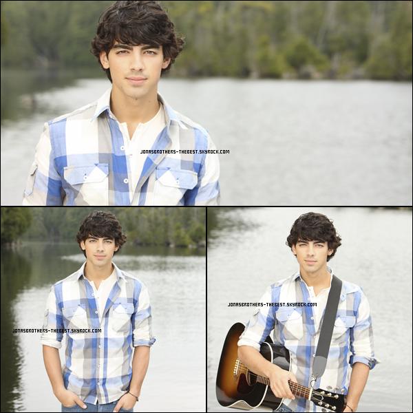Photos 2010 Je vous présente une photo des Jonas Brothers ainsi que trois photos de Joe Jonas, photographiée par un photographe donc je n'ai pas trouvée le nom :/