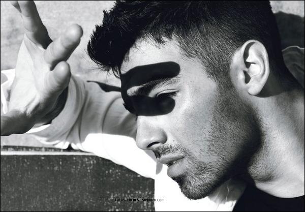 """Photos 2011 Je vous présente des photos de Joe Jonas, pour le magazine """"Details"""", photographiée par un photographe dont je n'ai pas réussis à trouver le nom :/"""