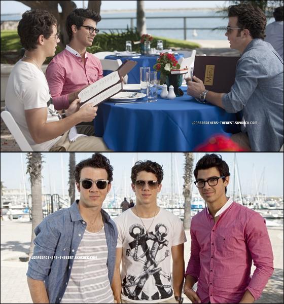 Photos 2010 Je vous présente des photos de Joe et Nick Jonas, suivit de Kevin Jonas en compagnie de David Henrie, photographiée par la production de JONAS L.A