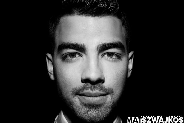Photo 2011 Je vous présente une photo de Joe Jonas, photographiée par Mat Szwajkos