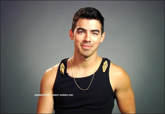 Photos 2011 Je vous présente des photoshoots de Joe Jonas, photographiée par MTV Posted
