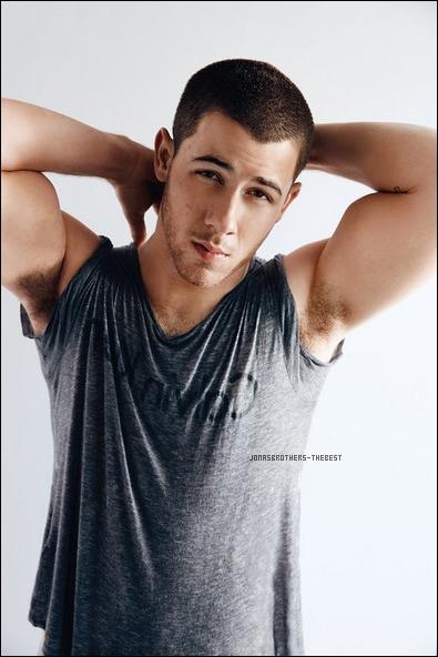 """Photos 2016 Je vous présente des photos de Nick Jonas, photographiée par Doug Iglish pour """"Out Magazine"""""""