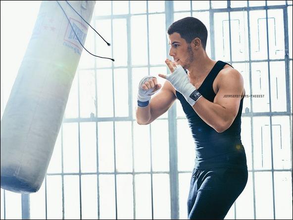 """Photos 2016 Je vous présente des photos de Nick Jonas, photographiée par Peter Yang  pour """"Men's Fitness"""""""