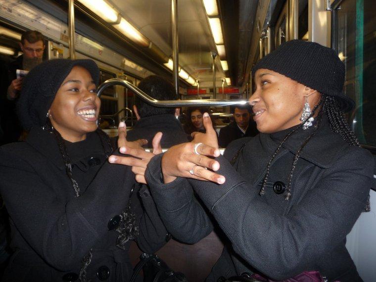 Mdrrrr a PARIS avec ma soeur dans le métro <3