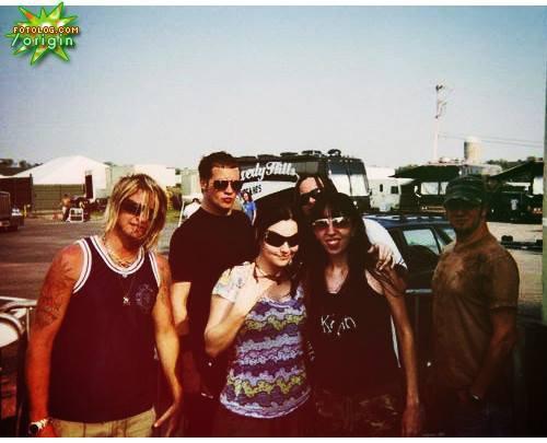 4 photos anciennes du groupe actuel qui marque leur début ensemble