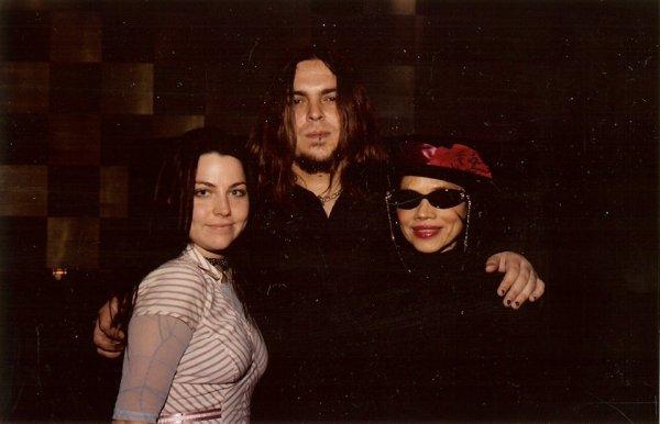 (Nouvelles) Anciennes photos d'Amy Lee en soirée avec des amis, ses soeurs et Diana Meltzer en autres 2/2