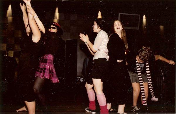 (Nouvelles) Anciennes photos d'Amy Lee en soirée avec des amis, ses soeurs et Diana Meltzer en autres 1/2