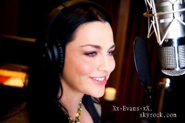 >  Nouvelle photo d'Amy prise lors de l'enregistrement de l'album