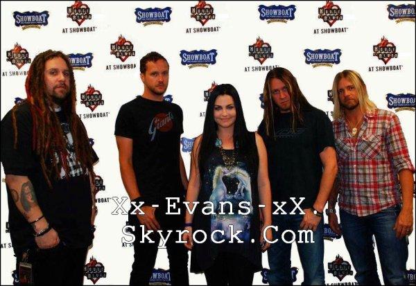 1 an hier que le premier single What You Want qui signe le grand retour d'Evanescence est sortie !