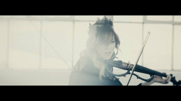 Le clip de Hi-Lo featuring Lindsey Stirling est disponible!
