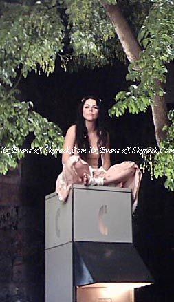 8 photos en couleurs issue du Making Of de My Immortal