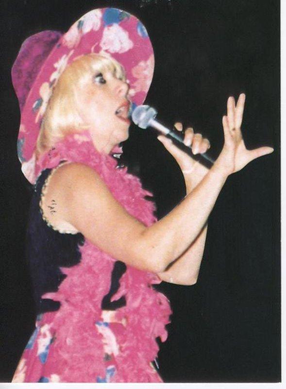 FÊTE DES BISONS DU 30 AVRIL ET 1er MAI 2011 AVEC LA PARTICIPATION DE JAKLINE HARDY << sosie de Annie Cordy >>