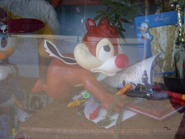 Les vitrines des Boutiques de Main Street ont été refaites (a)