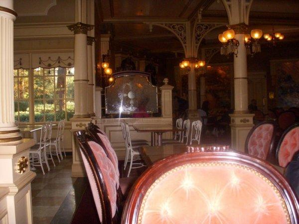 Petit-Déjeuner au Plaza Garden à Main Street