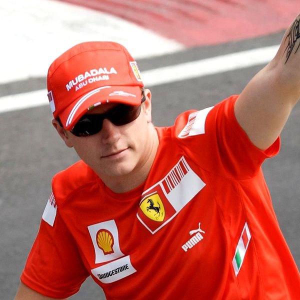 Kimi Räikkönen tente de défendre son titre de champion du monde 2007 en 2008...