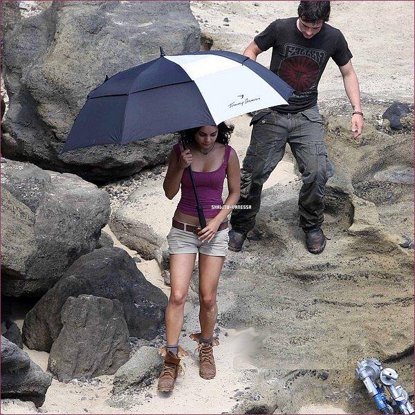 10 novembre :  Nessa sur le tournage de Mysterious Island sur la plage d'Hawaii (encore -_-)