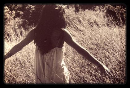 Cueille ta vie, avant qu'elle ne soit emportée par le vent . . . (Keny Arkana)