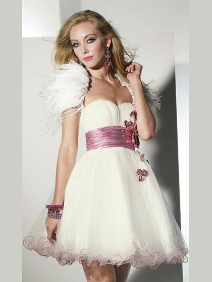 How to choose dress to participate in various forms of wedding