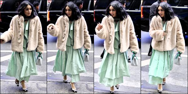.13/12/2018 - Vanessa Hudgens était présente à l'émission Good Morning America toujours à New York. un jolie top ! .