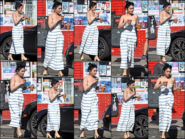 . 16/03/19 - Vanessa et sa maman Gina Hudgens ont été aperçue sortant du Blue Bottle Coffee dans les rues de Los Feliz.  Encore un top pour notre miss Vanessa Anne Hudgens j'adore sa tenue décidément deux sorties pour aujourd'hui j'adore et toi TOP ?! .